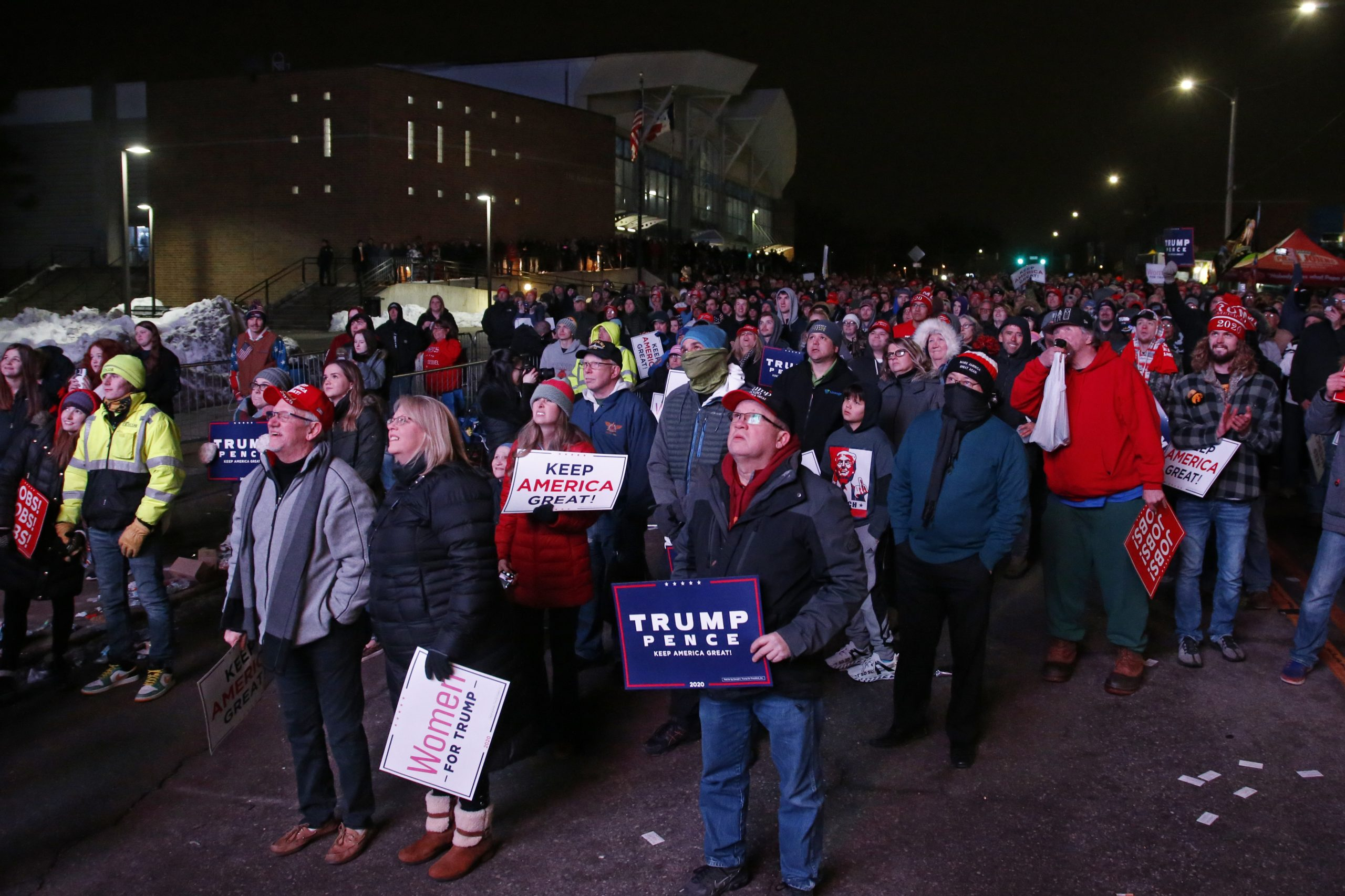 , Hundreds of People Waited in Iowa's Freezing Temperatures Just to See Trump: 'I Came All the Way from Colombia', Saubio Making Wealth