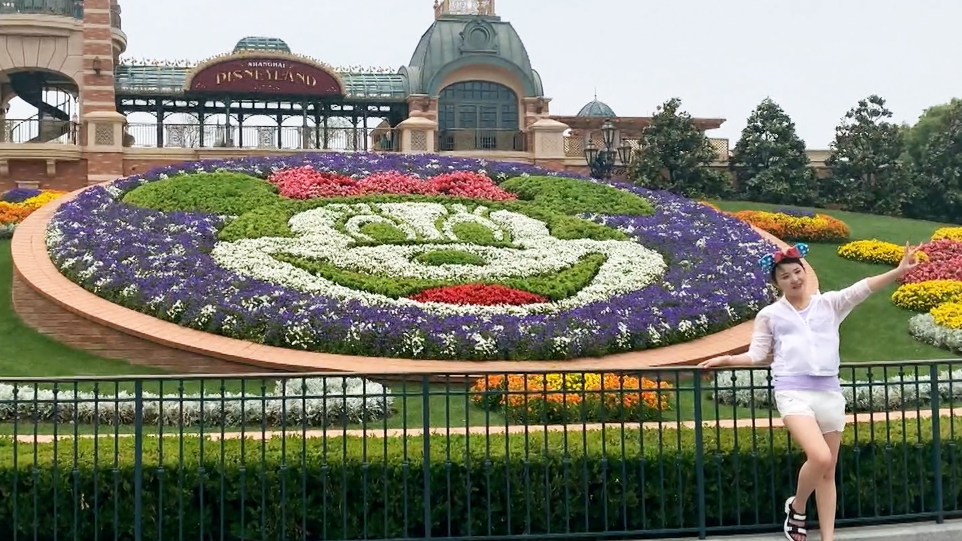 , We Spent a Day in the World's Only Open Disney Park, Saubio Making Wealth