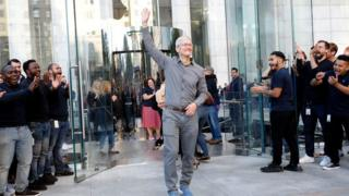 , Apple boss Tim Cook joins the billionaires club, Saubio Making Wealth