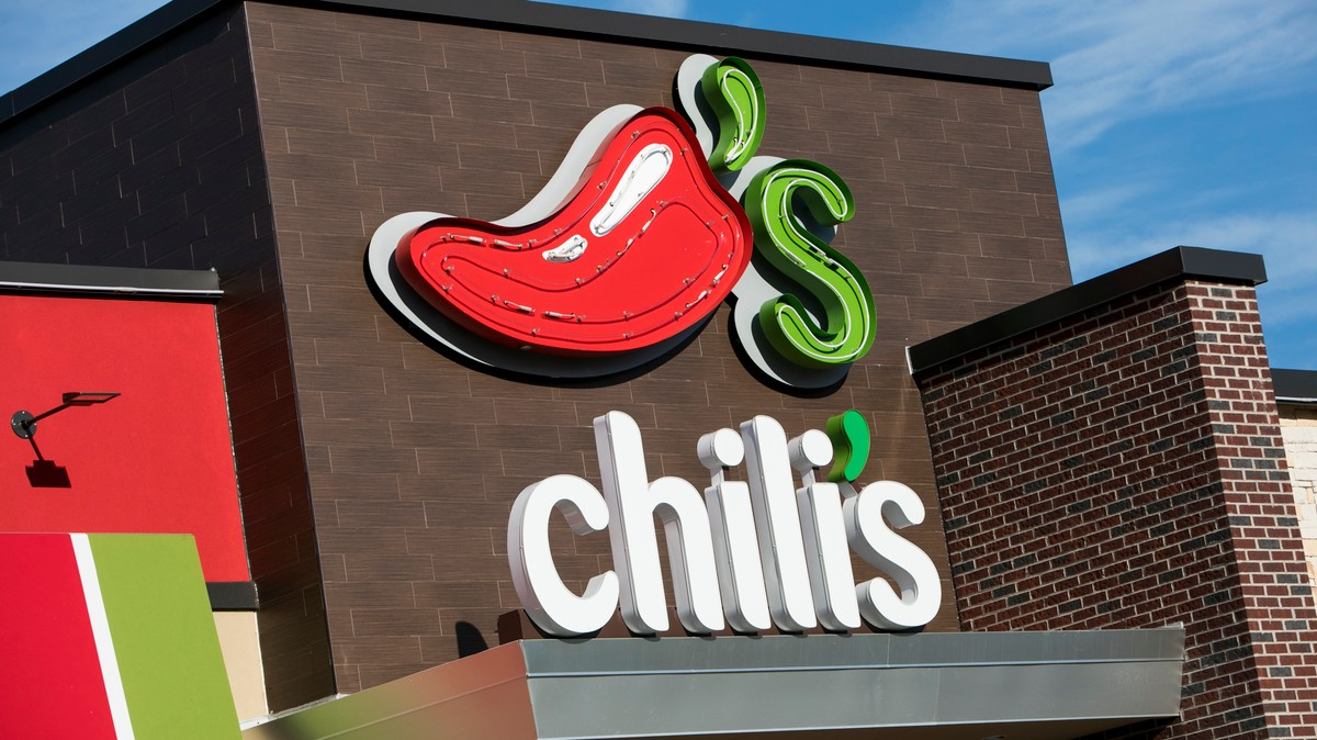 , Family Caught on Video Attacking a Teen Chili's Hostess for Enforcing COVID Rules, Saubio Making Wealth