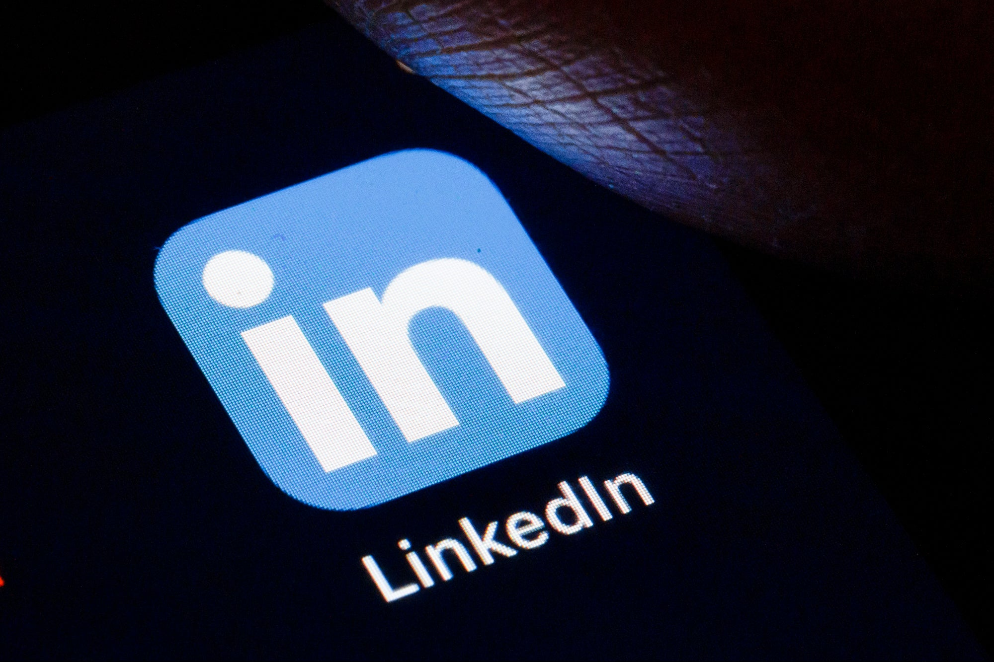 , What You Need to Know About the LinkedIn Stories Feature, Saubio Making Wealth