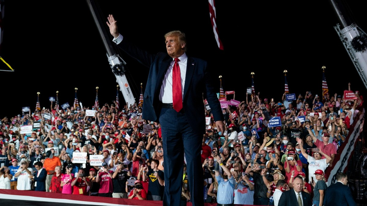 , Trump Threatens To 'Kiss The Beautiful Women' As He Returns To The Campaign Trail, Saubio Making Wealth