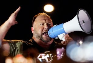 , Alex Jones Tried to Start a Riot Outside an Election Office in Arizona, Saubio Making Wealth