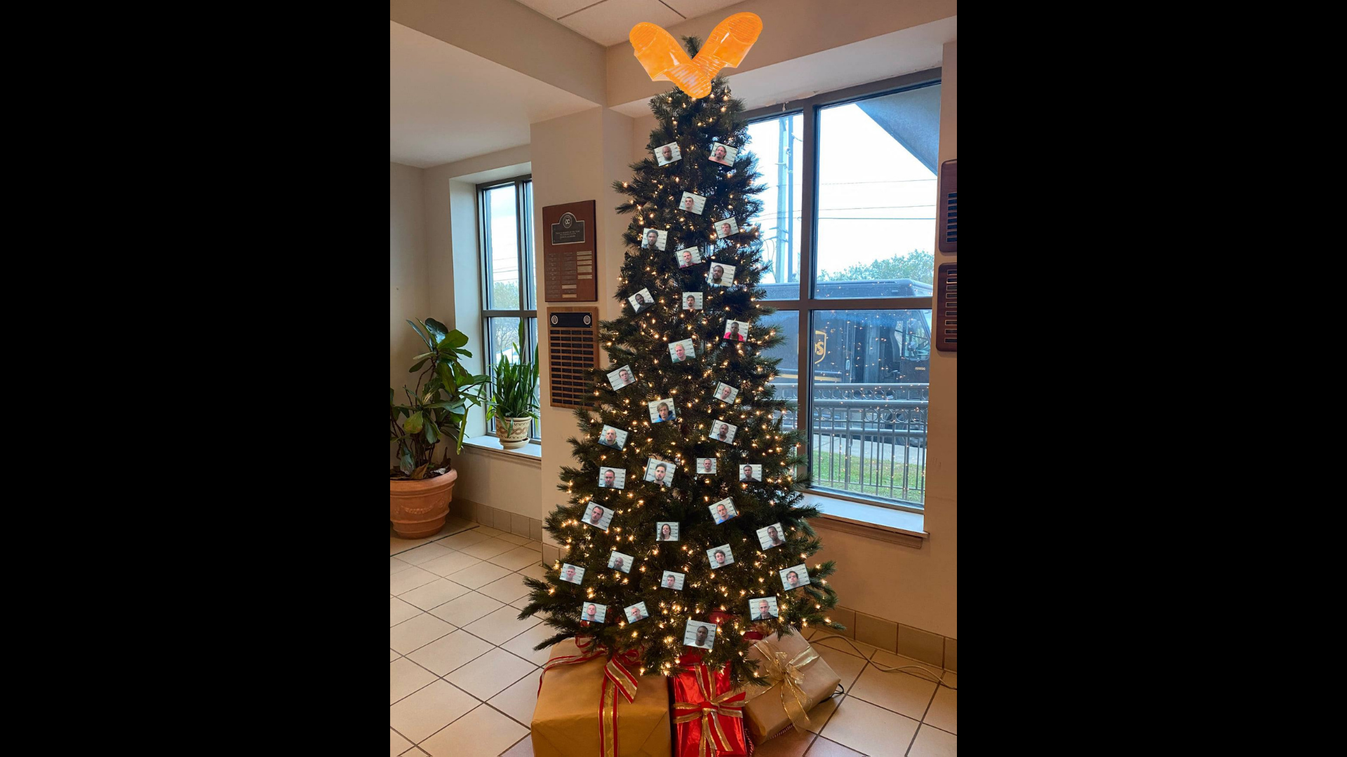 , This Sheriff's Department Decorated a Christmas 'THUG TREE' With Mugshots, Saubio Making Wealth