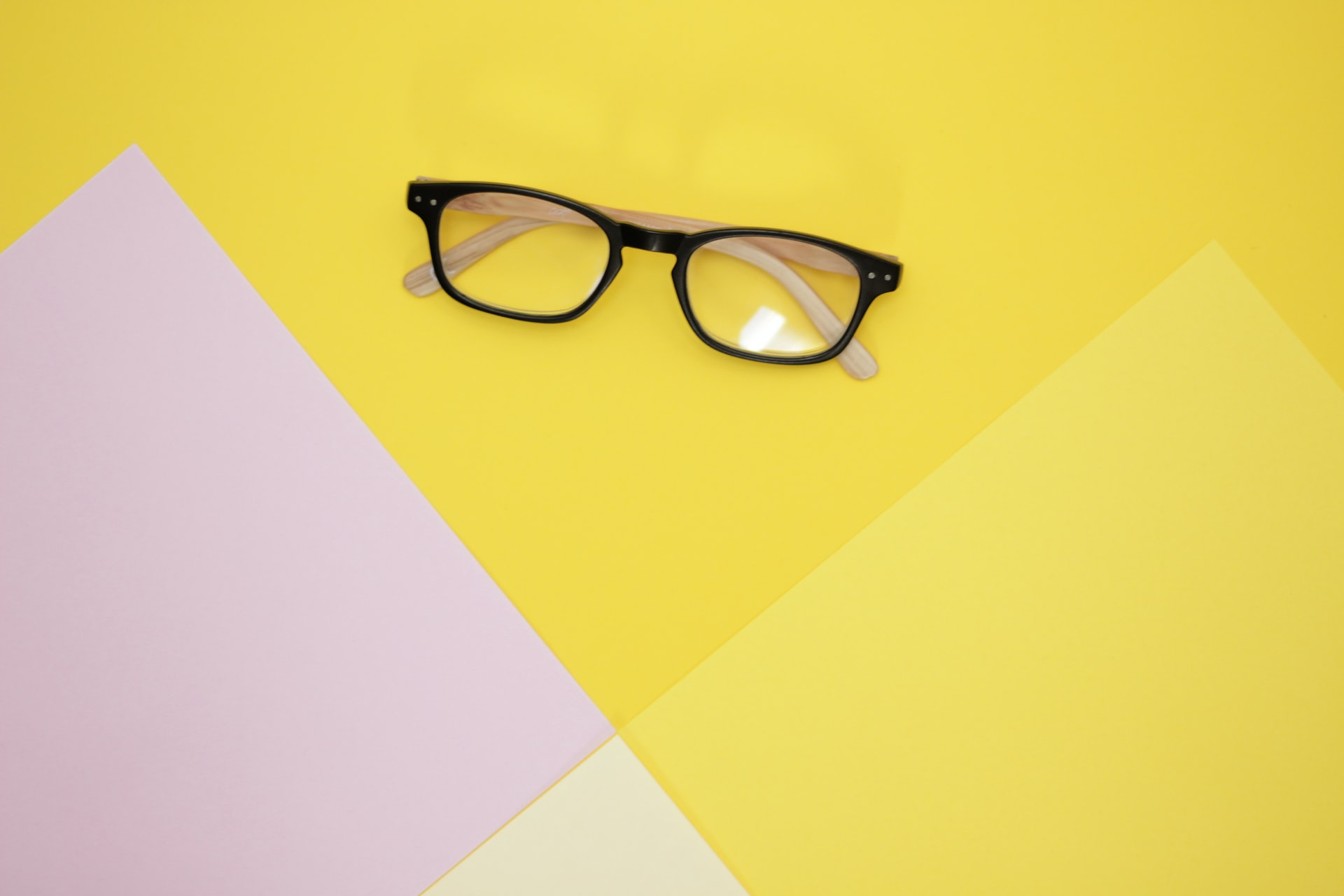 , Things to Consider Before Buying Blue Light Glasses, Saubio Making Wealth