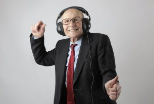 , How Assistive Listening Devices Can Improve the Life of Your Elderly, Saubio Making Wealth
