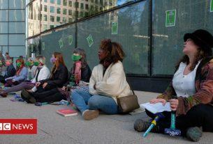 , Extinction Rebellion activists smash windows at Canary Wharf HSBC, Saubio Making Wealth