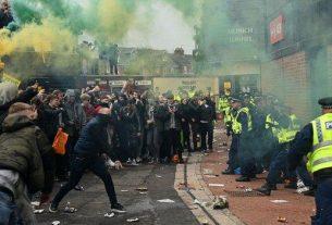 , Manchester United v Liverpool game postponed after fan protest, Saubio Making Wealth