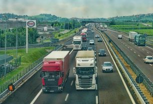 , What Is Fleet GPS Tracking, And How It Is Useful For Your Trucking Company, Saubio Making Wealth